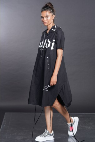 שמלת קפוצ'ון שחורה SOLDI