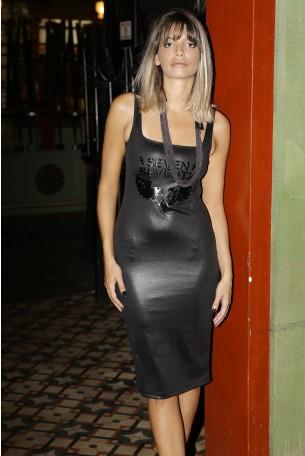 שמלה שחורה אלגנטית צמודה לגוף SEVEN
