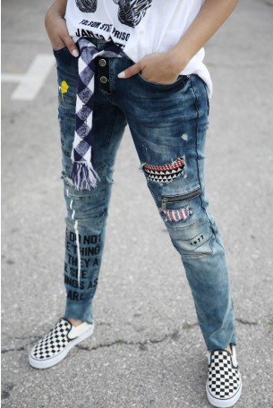 מכנסי ג'ינס בשילוב פאצ'ים LA