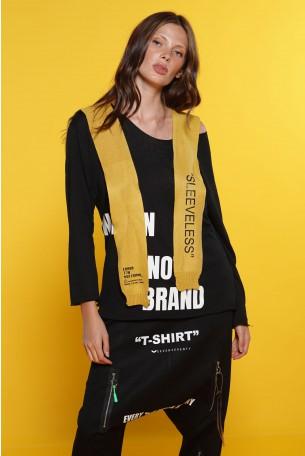 חולצה שחורה בשילוב עניבת סריג צהובה BRAND