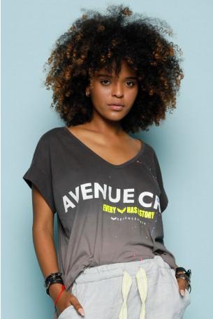 חולצת T בגוונים אפורים AVENUE