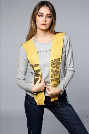 חולצת סריג אפורה עם עניבת סריג צהובה HEART