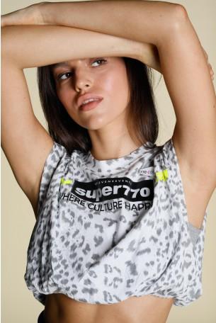 חולצה מנומרת בגוונים אפורים בגזרת בטן SUPER