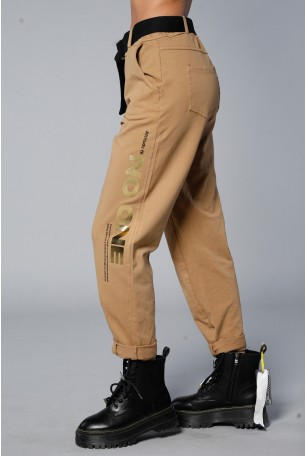 מכנסי פוטר בגוון חום בצרוף חגורה NO ONE