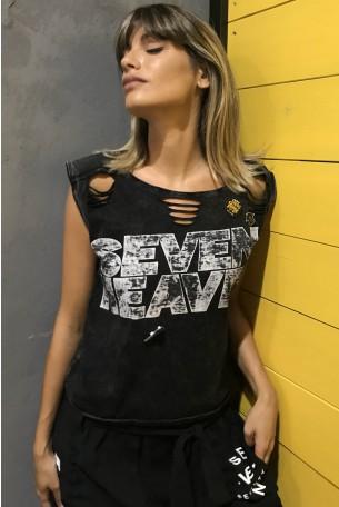 חולצה בשחור שטוף  בגזרה קצרה SEVEN HEAVEN