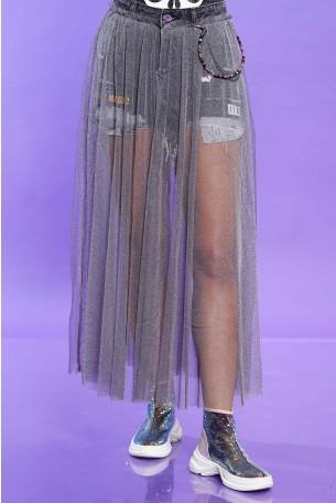 מכנסי ג'ינס קצרים בכיסוי חצאית טול אפורה MAGIC