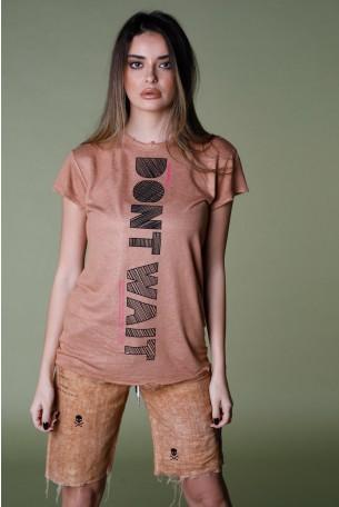 חולצת T בגוון חום חמרה  DON'T