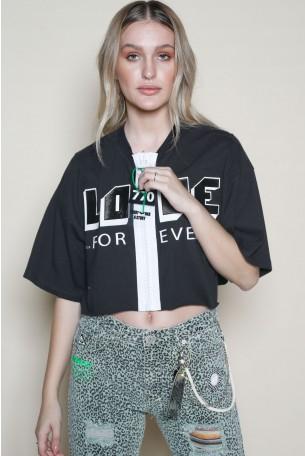 חולצת רוכסן שחורה בגזרה קצרה LOVE