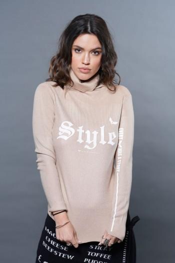 חולצת גולף בגוון בז' נצנצים  STYLE