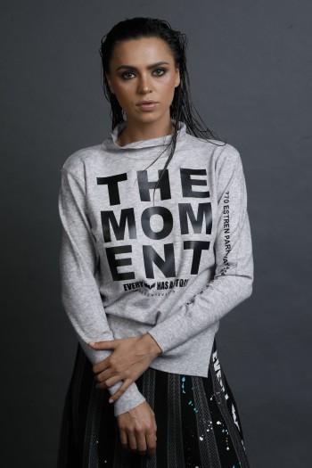 חולצת סריג עדין בגוון אפור MOMENT