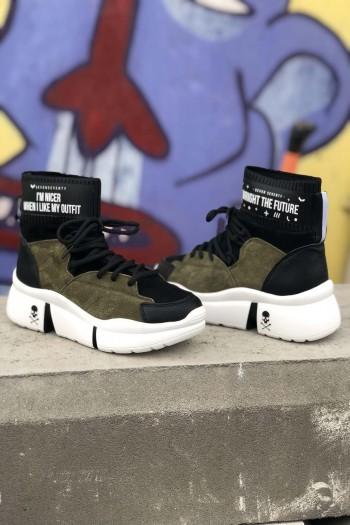 נעלי סניקרס גבוהות בגווני זית ושחור OUTFIT