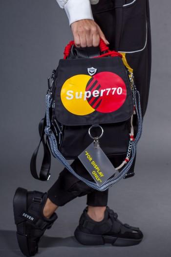תיק גב שחור בשילוב רצועת צד  SUPER770