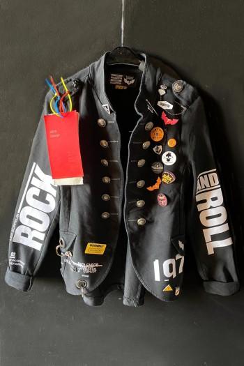 ג'קט בלייזר שחור בעיצוב ייחודי אחד ויחיד  ROCK