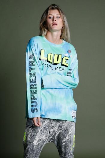 חולצת טריקו טאי דאי בגווני תכלת וירוק LOVE