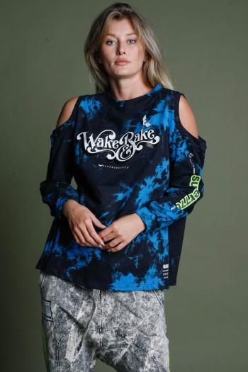 חולצת פוטר בגווני כחול-שחור פתחים בכתפיים WAKE