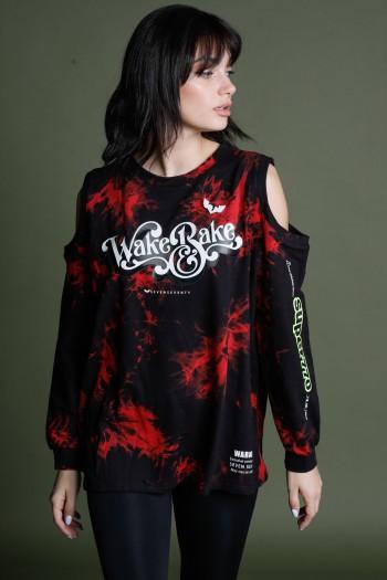 חולצת פוטר בגווני שחור ואדום פתחים בכתפיים WAKE