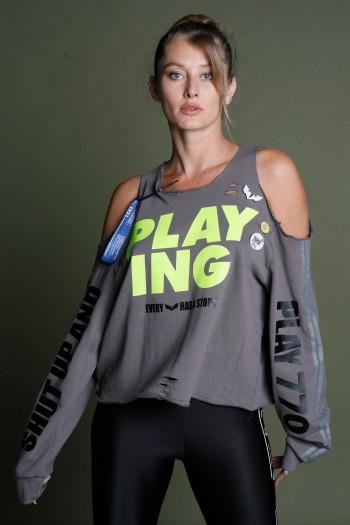 חולצה אפורה ארוכה גזרת כתפיים פתוחה וקרעים PLAYING