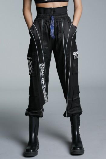 מכנסי ג'וגר שחורים גזרת מותן מחוטבת SUPER