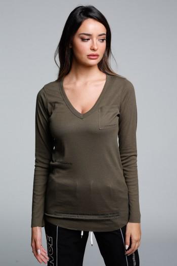 חולצת בייסיק וי ארוכה בגוון ירוק זית SEVEN