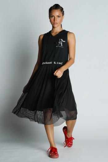 שמלת מידי שחורה ללא שרוול עם קפוצ'ון LA