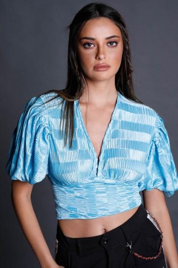 חולצת קרפ שרוול קצר בגוון טורקיז BLUE
