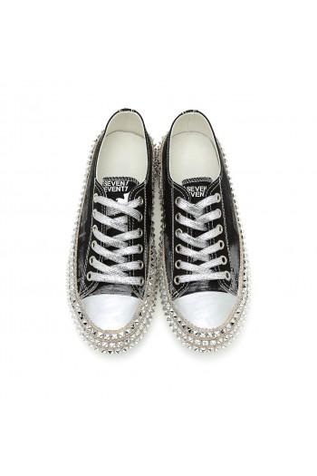 נעלי סניקרס שחורות בשילוב ניטים ROCK