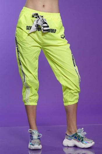 מכנסיי ניילון בצבע צהוב ניאון WORLD