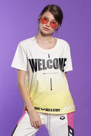 חולצת T בגווני לבן וצהוב שטופים WELCOME