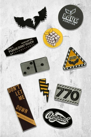 סט 10 סיכות מעוצבות בגווני שחור וצהוב  LOVE