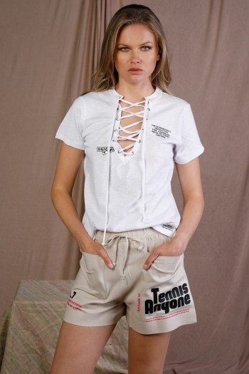 חולצת טי לבנה שרוכים SEVENTY