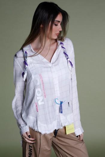 חולצה משובצת מכופתרת בגווני סגול ולבן   NO ONE