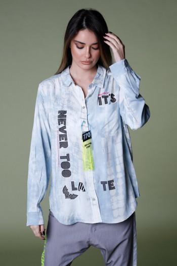 חולצה מכופתרת בגווני לבן ותכלת שטופים NEVER