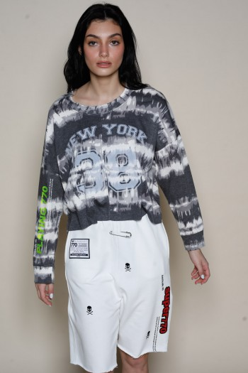 חולצת טאי דאי בגזרה קצרה בגווני אפור ושחור NY